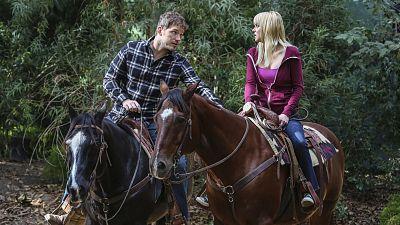 Christy Falls Hard For Guest Star Chris Pratt On Mom